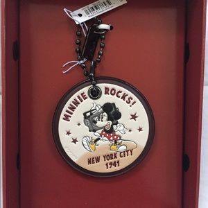 Boxed Minnie Mouse Hangtag